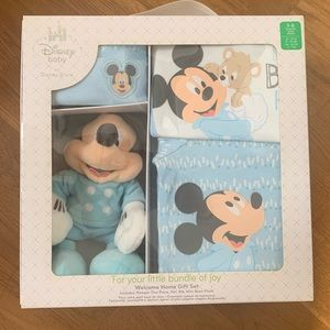 Baby Micke mouse boys Disney gift set